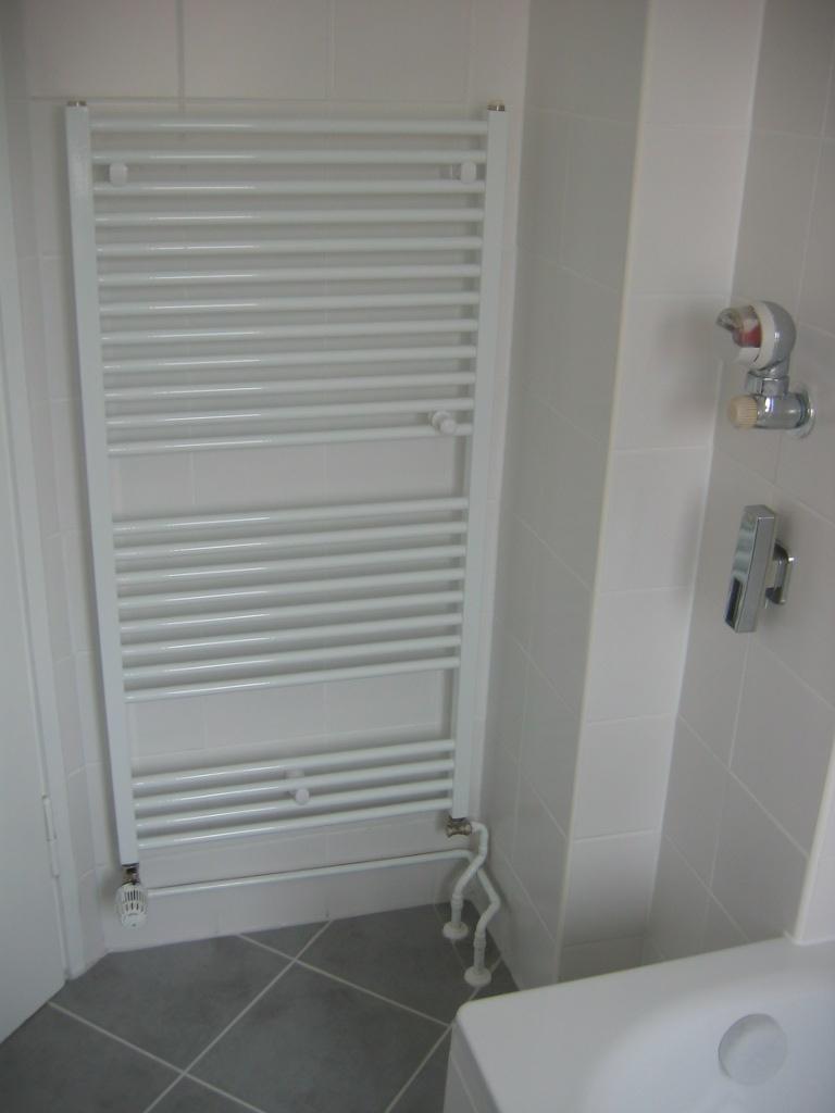 trittschallplatten verlegen sockelleisten anbringen. Black Bedroom Furniture Sets. Home Design Ideas